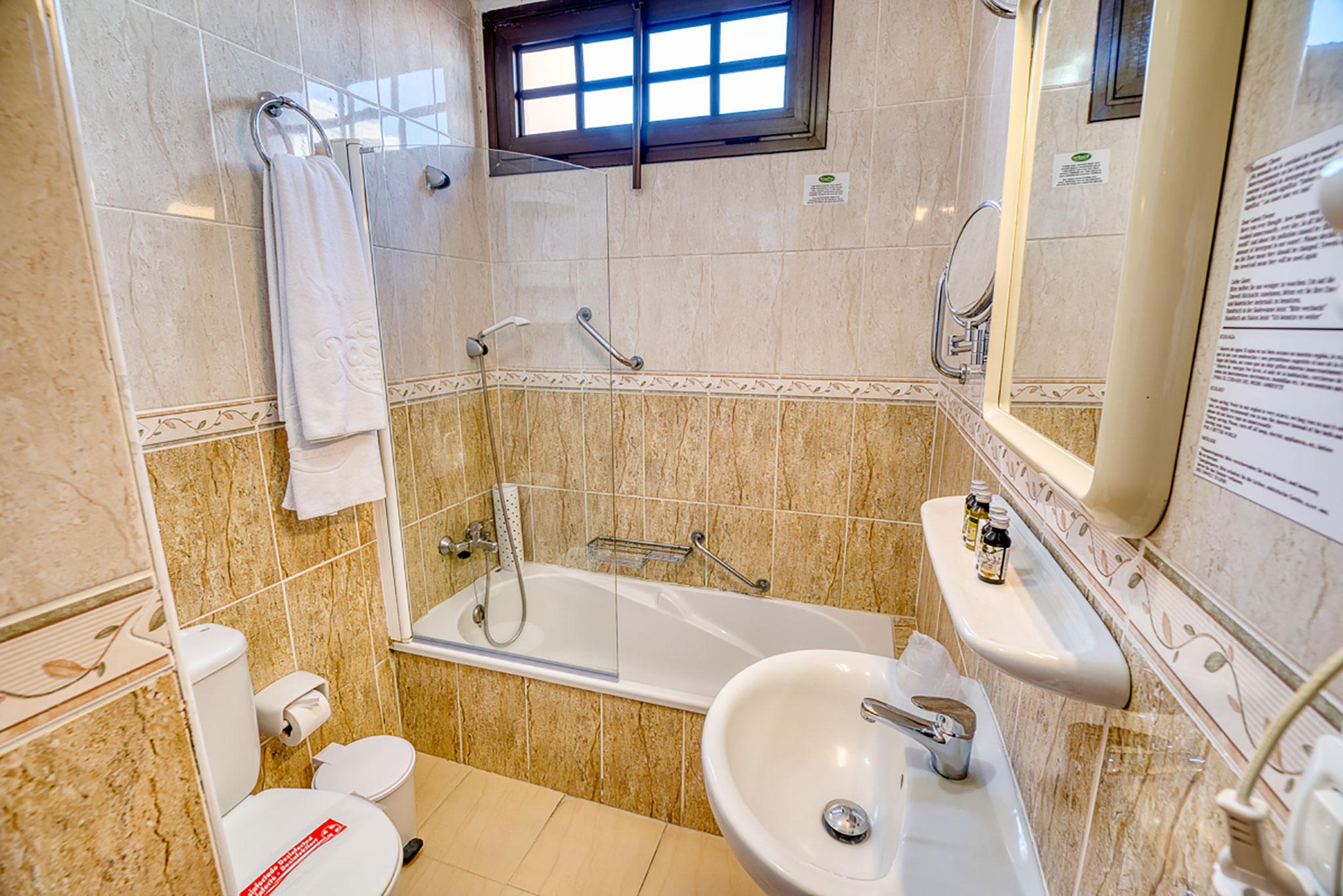 Hotel Rosas Bathroom