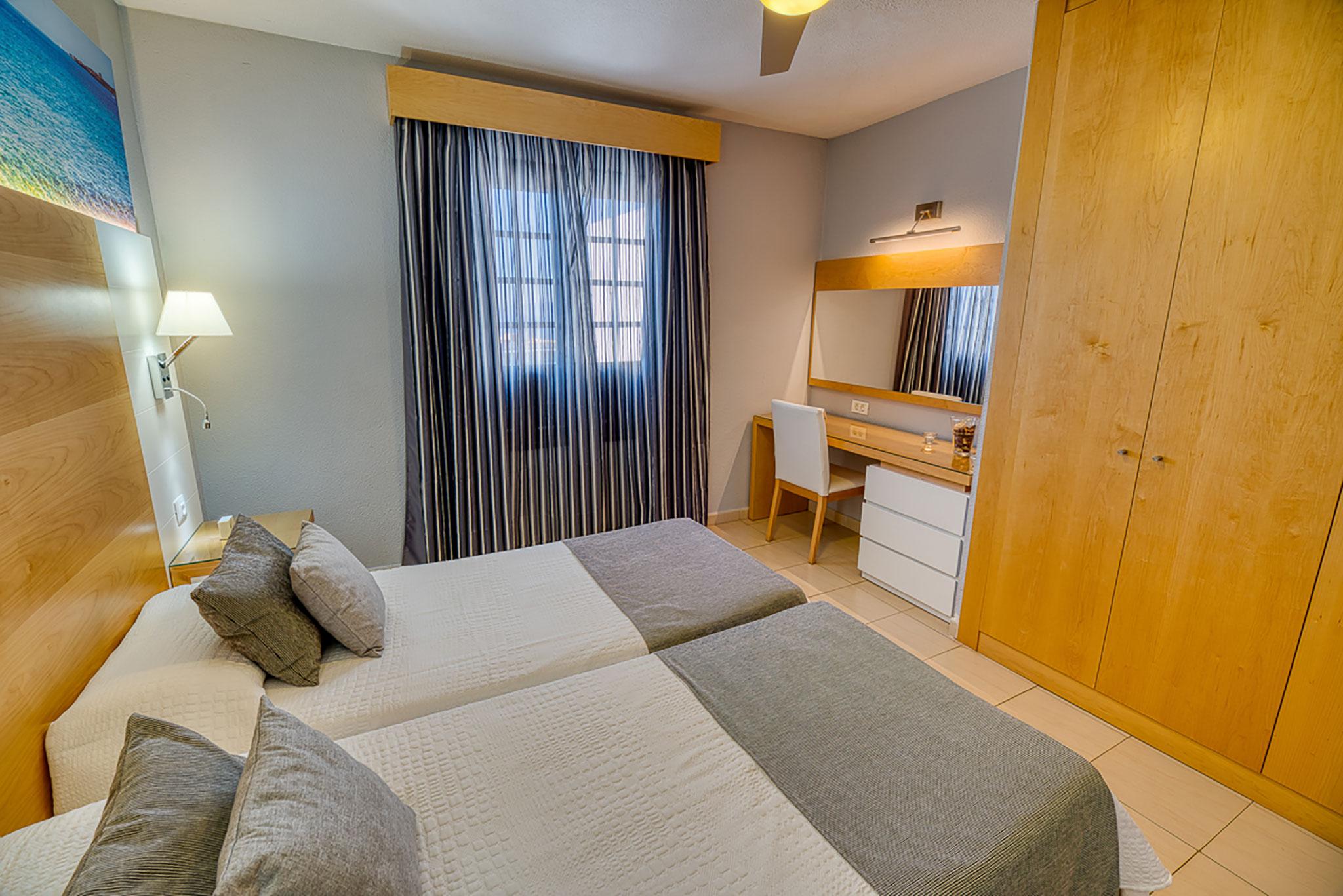 Hotel Rosas Bedroom Desk
